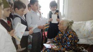 8 мая 2018 года - обучающиеся 2Г класса с поздравлениями у Георгиади Веры Аврамовны. Классный руководитель 2Г класса - Трифанова Мария Алексеевна