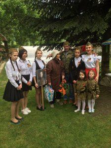 9 мая 2018 года - обучающиеся 6Б класса с поздравлениями у Мутовкиной Марии Григорьевны. Классный руководитель 6Б класса - Терез Мария Сергеевна