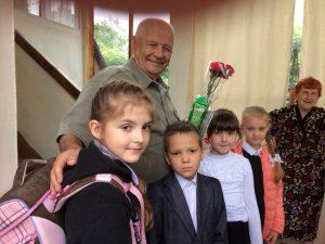 8 мая 2018 года - обучающиеся 1Е класса с поздравлениями у Гончар А.В. Классный руководитель 1Е класса - Ермакова Надежда Александровна