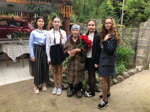 9 мая 2018 года - обучающиеся 7Б класса с поздравлениями у . Классный руководитель 7Б класса - Хомутова Ирина Васильевна